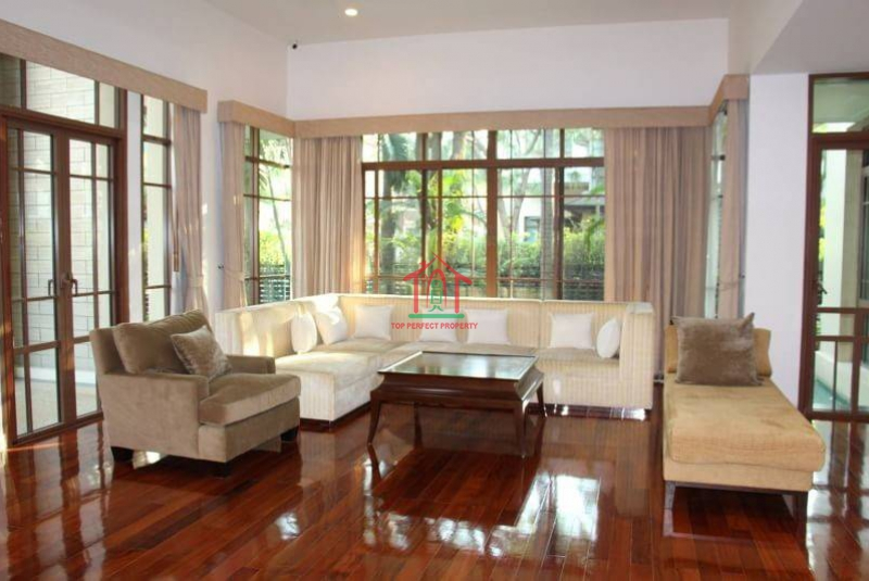 Luxury house with private swimming pool for sale with tenants @ Baan Sansiri Sukhumvit 67